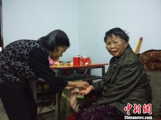 """湖南守诺老人照顾瘫痪邻居700多日夜获评""""中国好人"""""""