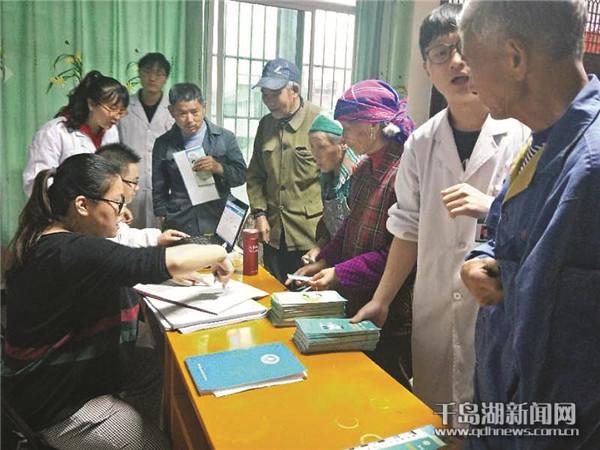 凤凰村里来医生健康服务很贴心