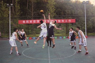 淳建两地青少年竞技篮球场